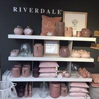 Woonwinkel met Riverdale in de buurt van Waalwijk